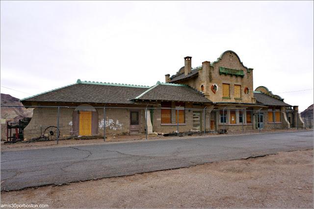 Pueblo Fantasma Rhyolite, Nevada
