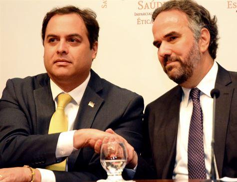 Marcos Loreto vai a Paulo Câmara e formaliza vacância no TCE