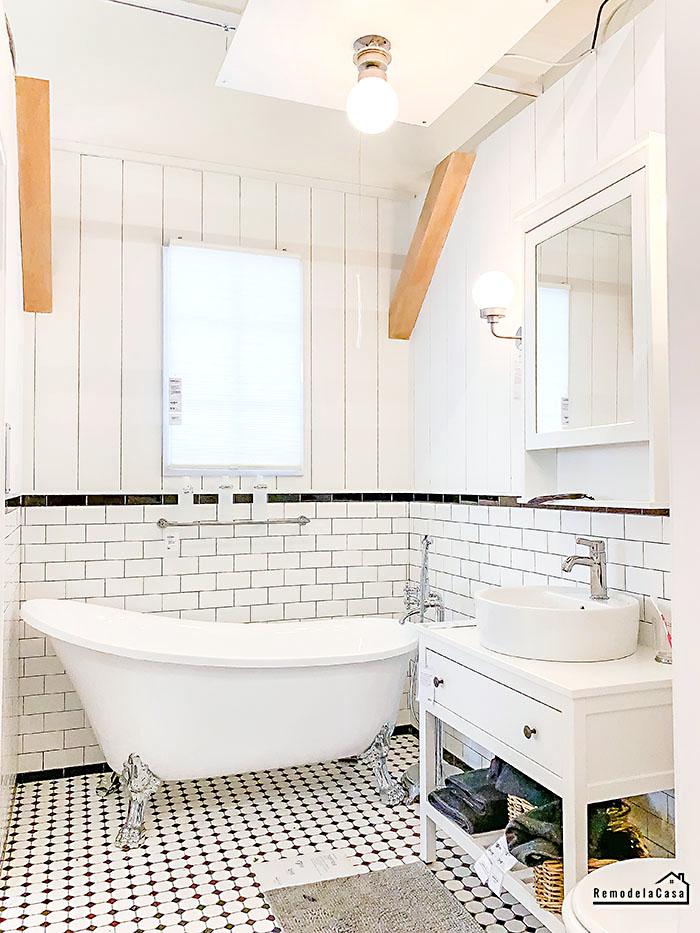 Farmhouse white bathroom