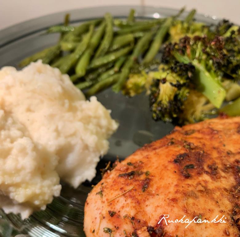 Maustettua kanaa, vihannesten ja kukkakaalimuusin kanssa - Ruokapankki