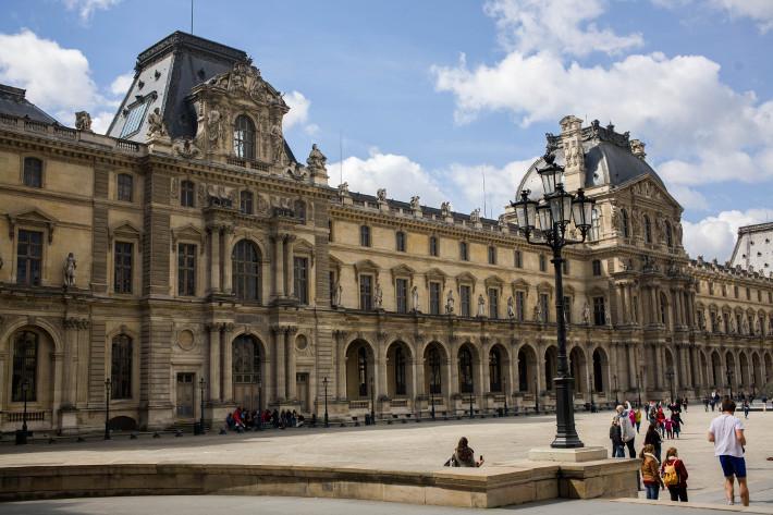 Paris palais du Louvre