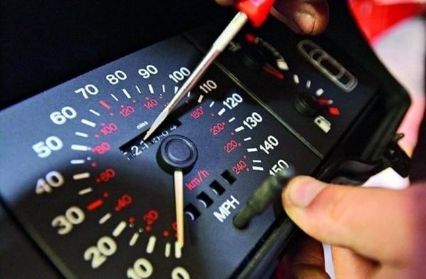 Congkelan pada odometer analog