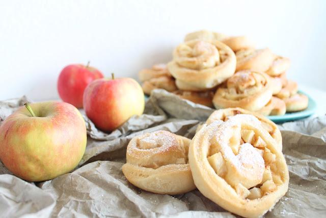 Blogparade Party-Büffet mit saftigen Hefeschnecken und Apfel