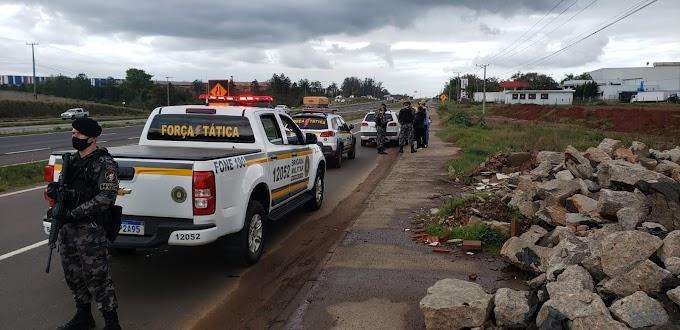 Operação Integrada da Brigada Militar aborda mais de 100 pessoas em Cachoeirinha e Gravataí