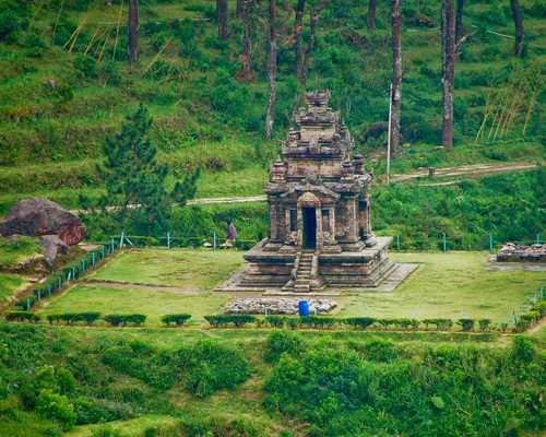 Tinuku Travel Gedong Songo temples in Bandungan, mysterious ruins the nine buildings on slopes of Mount Ungaran