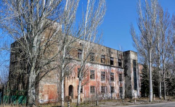 Славянск. Бывшие административные здания АИЗа