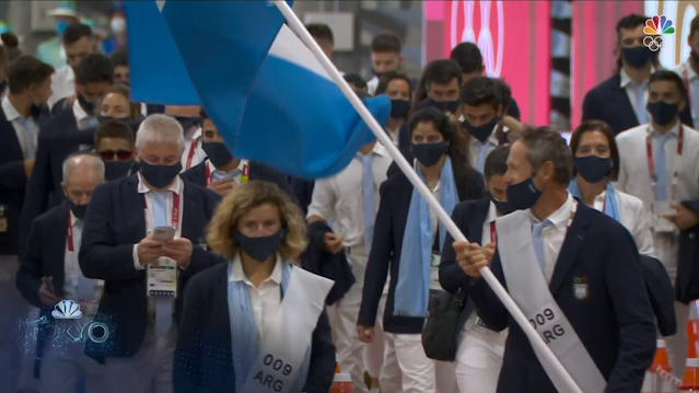 Tokyo 2021 Olympics Opening Ceremony Argentina flag bearer wear mask incorrectly