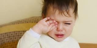 gambar anak laki-laki menangis