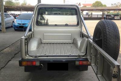 Eksterior Suzuki Jimny Caribian Tampak Belakang