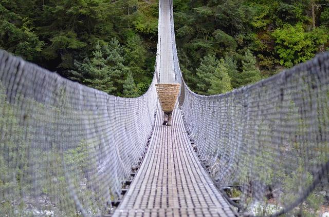 Trek nepal bridge