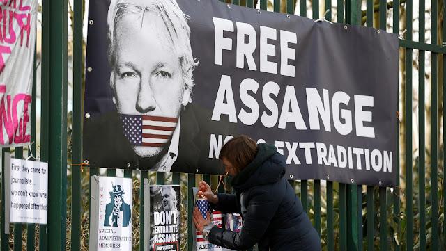 """Abogado de Assange cree que la nueva acusación contra su cliente """"vuelve a atacar la libertad de prensa en el mundo"""""""