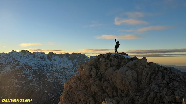 Guias de picos de Europa , Fernando Calvo Guia de alta montña UIAGM crestas alpinas y escaladas #rabteam #campcassin #zamberlan #lowealpine