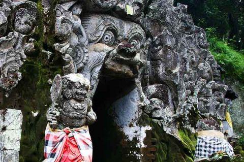 Eksotisme Pura Goa Gajah