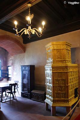 Le belle stufe in ceramica presenti nel castello di Haut Koenigsbourg