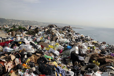 s400/1337895868-saida-landfill-on-the-mediterranean-shore-continues-to-poison-water_1234981