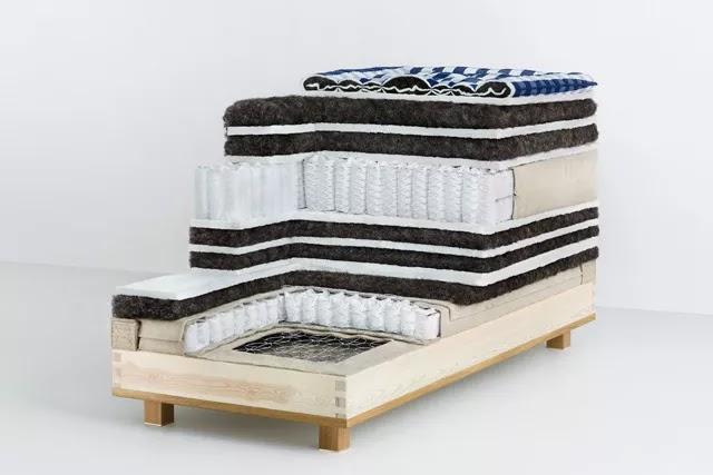 Hästens Vividus yatakta gerçek at kılı, pamuk ve yün katmanlar kullanılır.