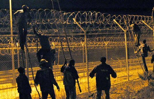 بعد ليلة دامية..الأمن يحبط عملية تسلل مهاجرين آفارقة إلى مليلية عبر السياج الحدودي