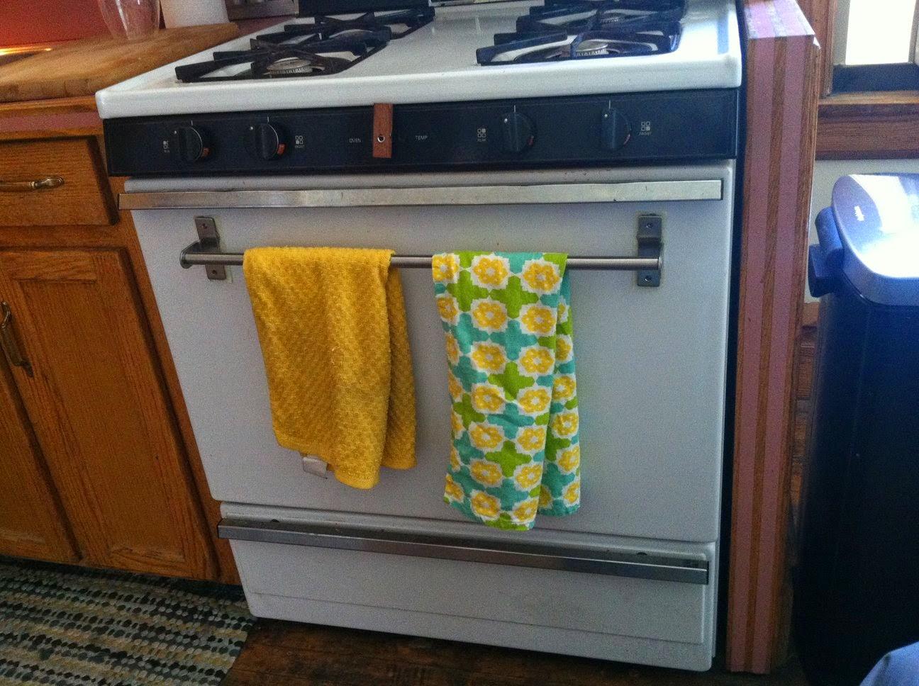 Grundtal magnetic towel rack ikea hackers for Ikea towel stand