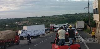 Protestos interditam rodovias que dá acesso a cidade de Campina Grande