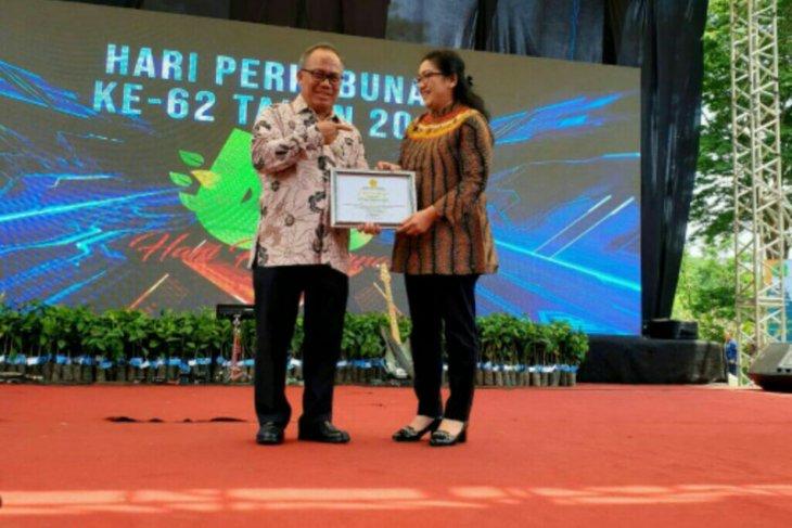 Penghargaan Kebun Kelapa Sawit Berkelanjutan Diraih Perusahaan Sukanto Tanoto Dari Kementerian Kehutanan