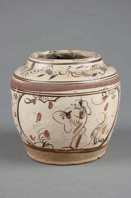 풀꽃무늬 항아리, 명(1368~1644), 자주요박물관