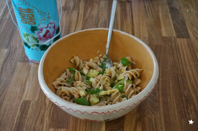Farine D Etoiles Salade Pates Courgettes A L Ail Avocat Saumon