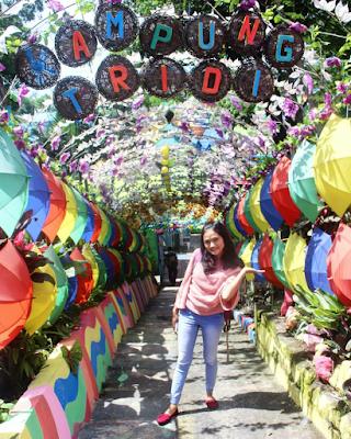 Sebuah lorong di Kampung Tridi. Foto oleh @erlyhaa