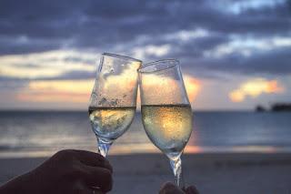 minum di pantai