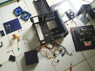 Lepas komponen pc untuk dibersihkan dari debu