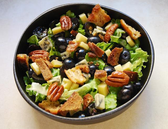 Salade raisins noix morbier
