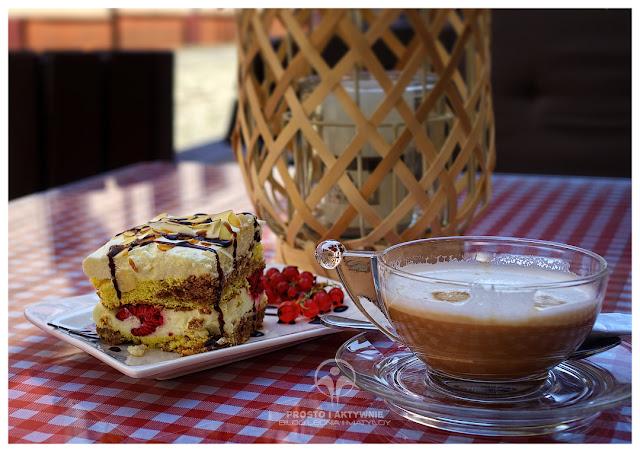 W drodze powrotnej - ciastko i kawa w Ząbkowicach Śląskich w tureckiej kawiarence obok krzywej wieży