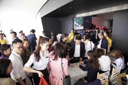 Tham dự mở bán Mon Bay Hạ Long