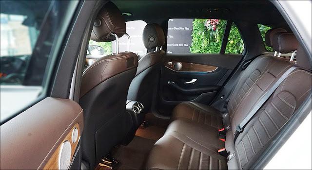 Băng sau Mercedes GLC 250 4MATIC 2019 thiết kế rộng rãi và thoải mái.