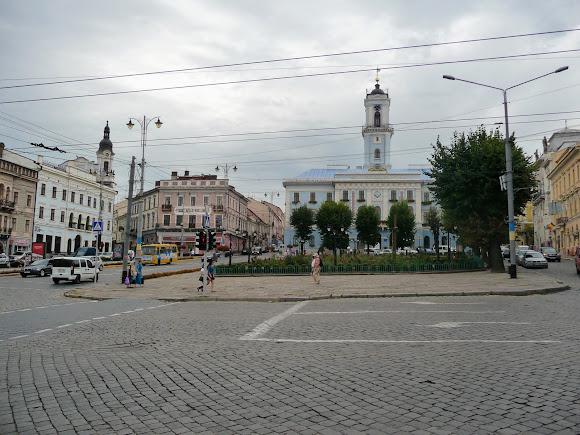 Чернівці. Центральна площа – історичне ядро міста