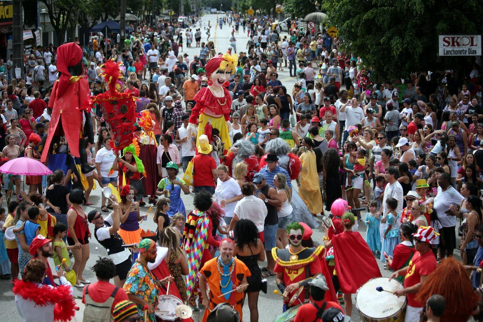Carnaval de Curitiba cresce e terá dois dias de desfiles de blocos e escolas de samba