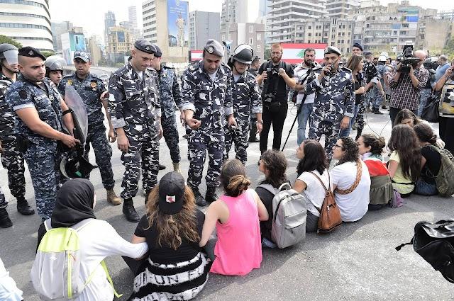 صور وفيديو :  فتح طريق جسر الرينغ من خلال التفاوض مع المتظاهرين