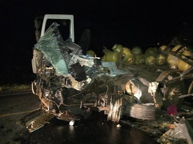 Colisão entre carretas deixa um morto e três feridos na BR 316 em Timon