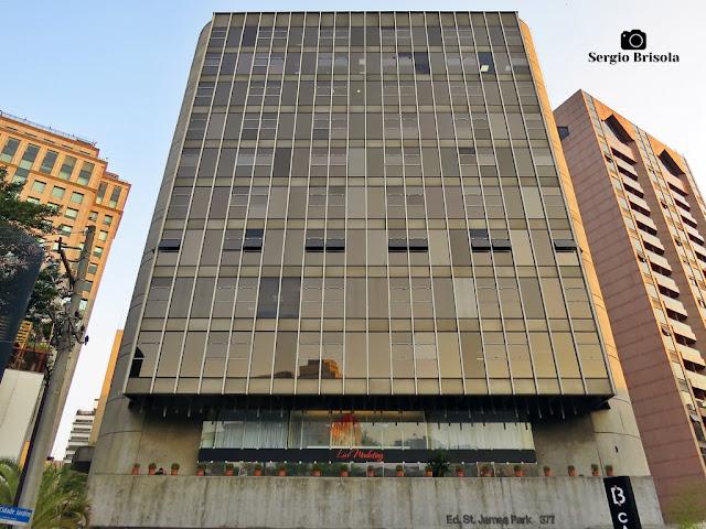 Vista ampla da fachada do Edifício Saint-James Park - Jardim Paulistano - São Paulo
