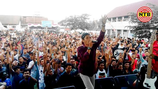 Amtenar Sukses Goyang Ribuan Penonton di Puncak Acara Reuni Akbar SMKN 1 Sikur
