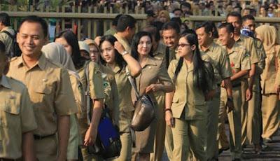 Pemerintah Kota Depok Salurkan Bansos untuk Guru Honorer