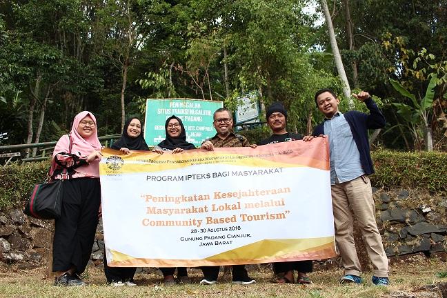 Dosen UI Berikan Pelatihan Warga di Lokasi Wisata Gunung Padang