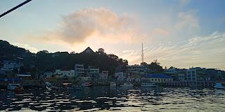 spot foto instagramable pulau padar labuan bajo, labuan bajo indah, pulau padar labuan bajo, back packer labuan bajo