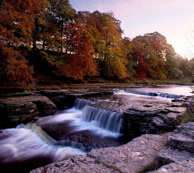 Aysgarth Waterfalls, lower falls, in the autumn, walk and map