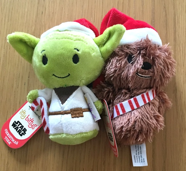 Hallmark-itty-bittys-Christmas-chewbacca-and-yoda-from-star-wars-both-wearing-Christmas-hats