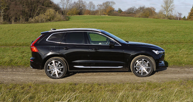 Volvo XC60 T8 side view