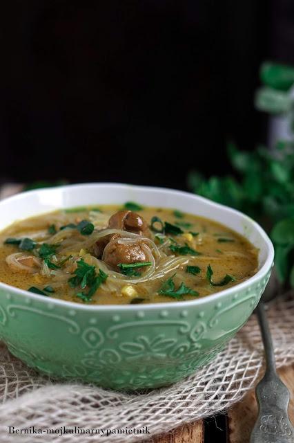 zupa, curry, mleczko kokosowe, obiad, tajska, bernika, kurczak, kulinarny pamietnik