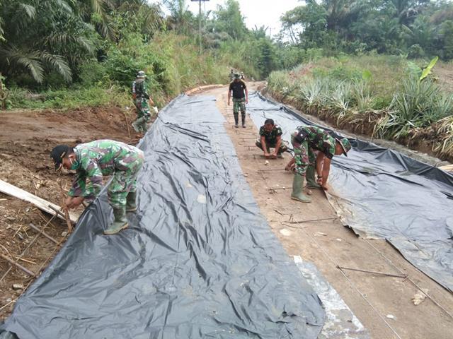 Karbak Diwilayah Binaan, Personel Jajaran Kodim 0207/Simalungun Laksanakan Gotong Royong