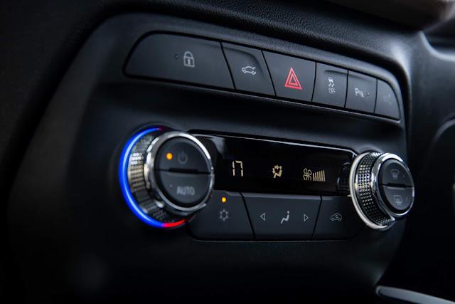 Chevrolet Onix Plus Premier 2020 (Azul Seeker) em detalhes