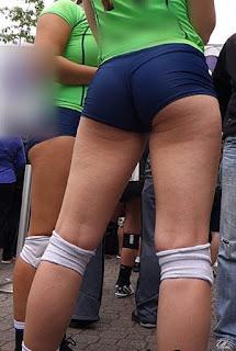 Sexys jugadores voleibol licra entallada