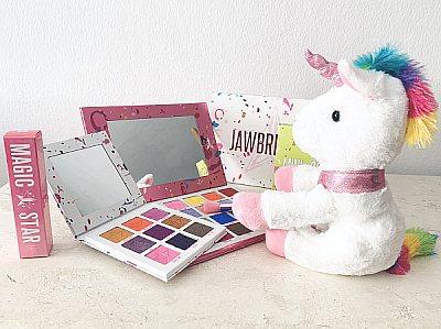 Jeffree Star the beautiful unicorn doing his makeup magic.